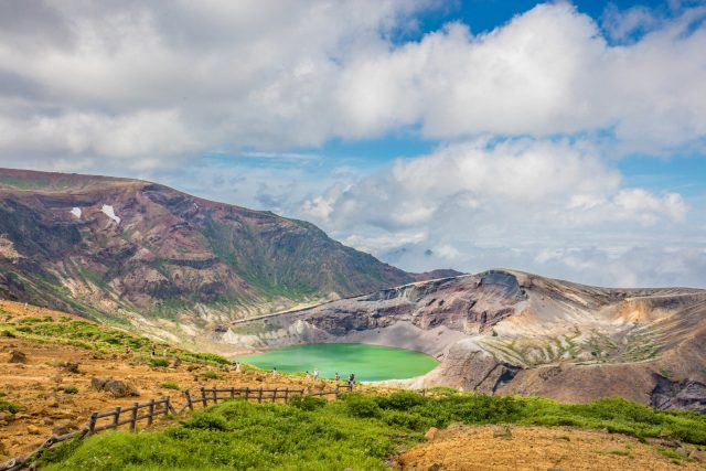【Okama】The most beautiful scenery in Zao Town! -A mythical crater lake shining in emerald green