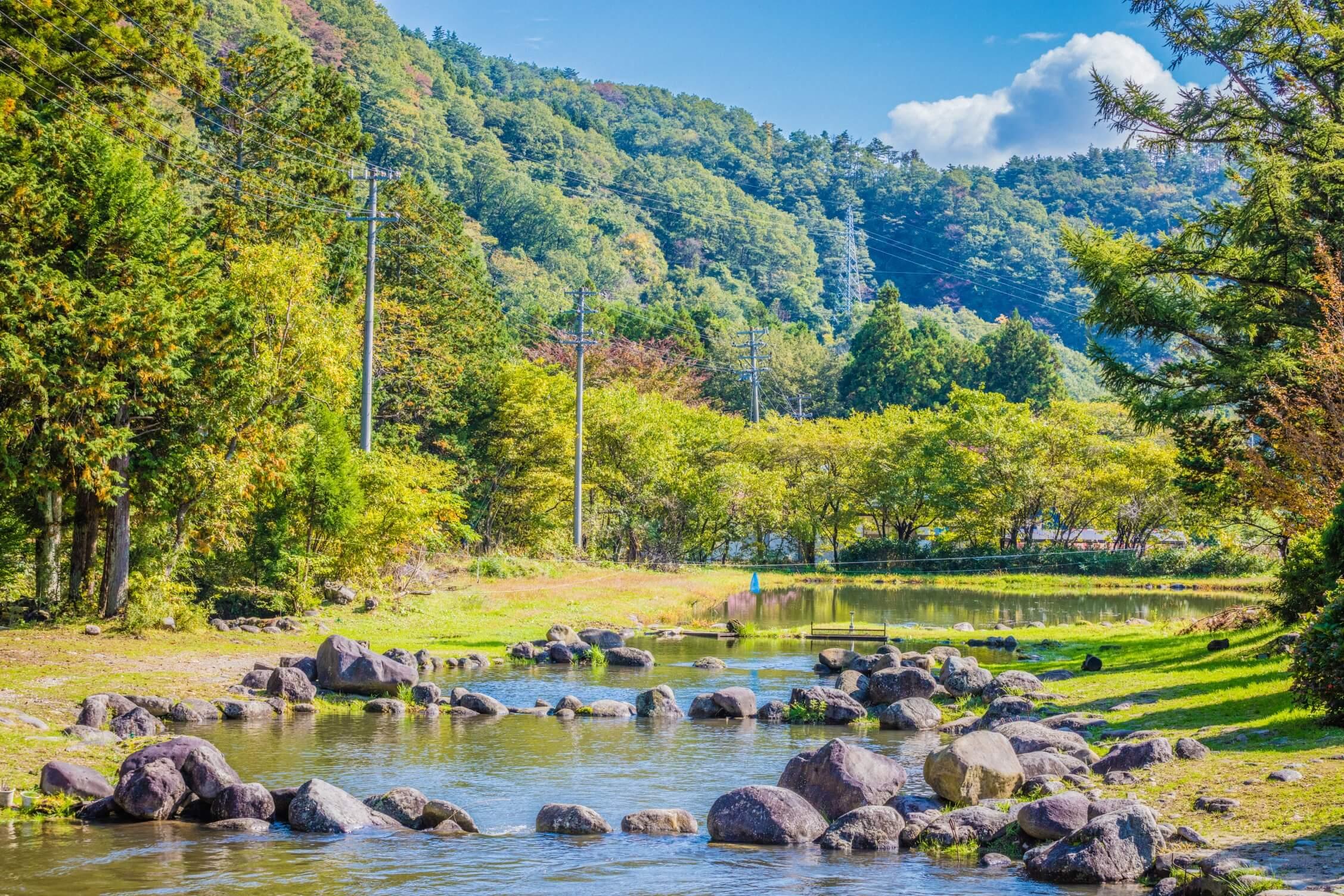 【釣り堀・渓流釣り】蔵王の雄大な自然も満喫!初心者も家族連れも気軽に釣りにチャレンジしよう。